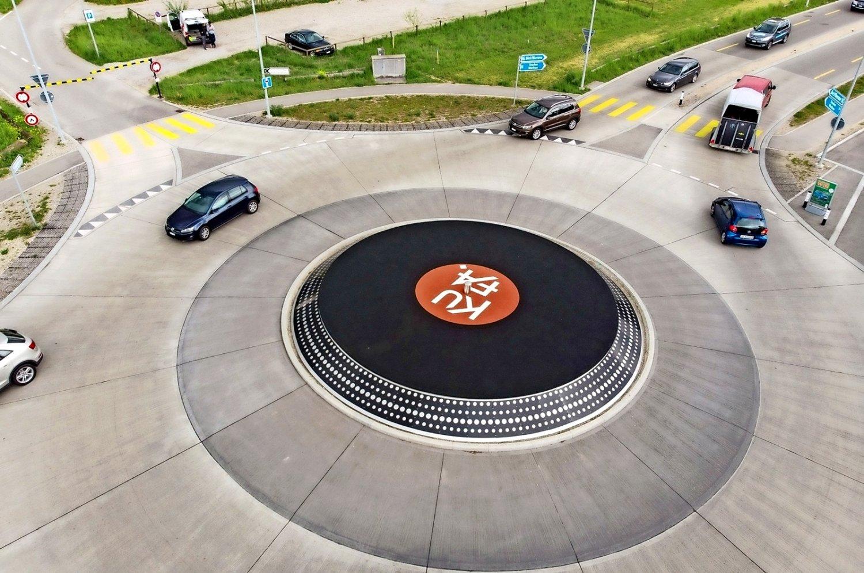 KUFA-Kreisel-Turntable-Roundabout-Lyss-minimal art family maf tv dj probaterem stream suli budapest