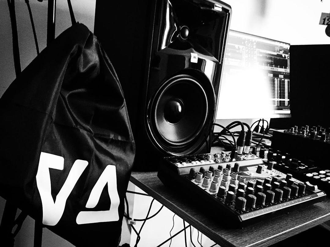 viktor abai minimal art family mad dj probaterem studio live stream fabrika undeground techno magyar